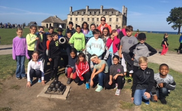 Students pose near Fort Niagara castle