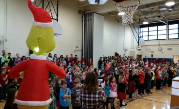 Staff and students all sing holiday songs in gym