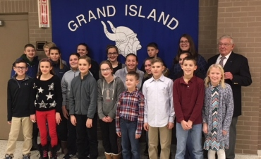 Korean War Veteran stands with Grand Island students